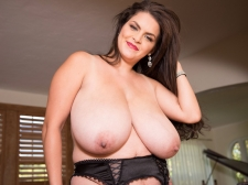 Bashful, Big breasted Stunner